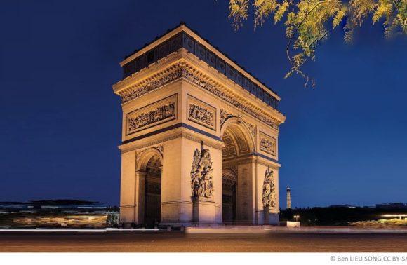 Paris – Christo verhüllt den Arc de Triomphe